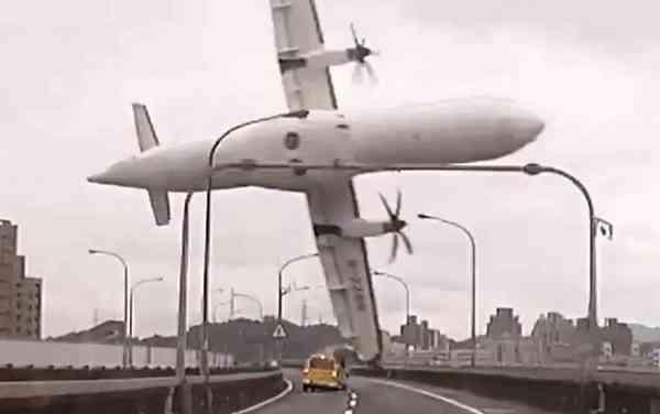 TransAsia ATR-72 Crashes Into River
