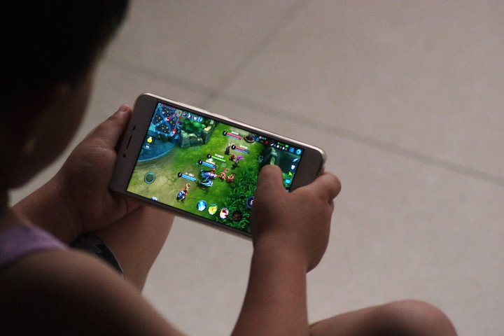 Tencent to Restrict Play Time for Children